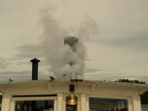 Damp og signaler fra skipet. Foto: Bodil Andersson, Østfoldmuseene Halden historiske Samlinger