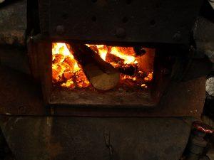 Det blir varmt i ovnen. Foto: Bodil Andersson, Østfoldmuseene Halden historiske Samlinger