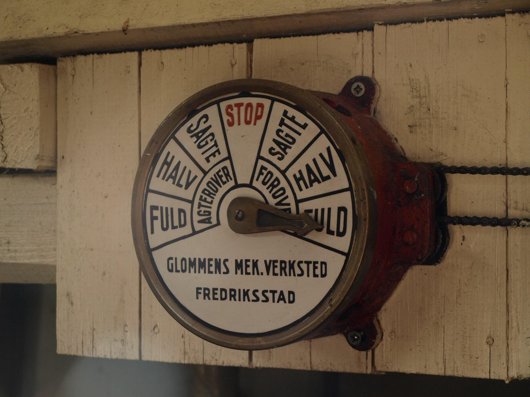 Fuld fart forover! Det er ti knop det Foto: Bodil Andersson, Østfoldmuseene Halden historiske Samlinger