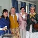 Et knippe flotte 1700-talls damer fra Fredrikstad. Anna Flysak, Christine Lande, Hege Steen Langvik og Tove Thøgersen