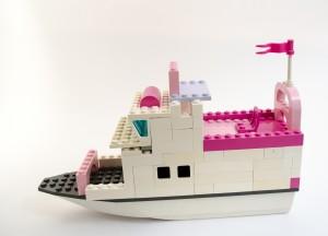 Fritidsbåten «Rosa Helikopter» laget av Una B. Holsvik