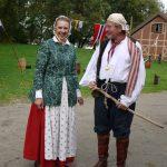 Barnas Dag 2010. Tidl. direktør for Fredrikstad Museum, Tove Thøgersen, her kledd i 1700-talls drakter sammen med guide Werner Vik. Foto Christine Lande