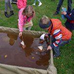 Barkebåt-spikking har vært en populær aktivitet på Barnas Dag i alle år. Foto Christine Lande