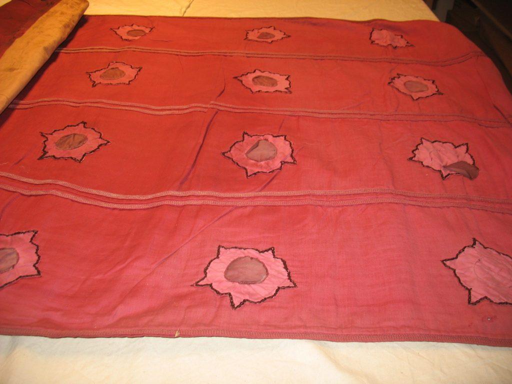 Detaljbilde fra underdelen av Olavsfane BrM.11592. Foto: Mona Beate B. Vattekar