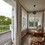 Havesuiten har egen veranda mot haven. Foto Morten Obbink