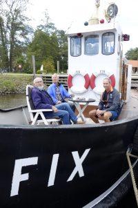Stiftelsen FIX bemannet slepebåten FIX, og slo av en prat med alle interesserte. Foto Gaute Jacobsen