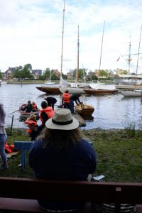 Småbåtroing med Maritime Center – Knut passer på at alt går som det skal. Foto Gaute Jacobsen