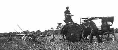 Bilde av traktor fra landbrukssamlingen på Folkenborg Museum