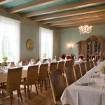 Spisesalen på Elingaard dekket til fest. Foto Morten Obbink