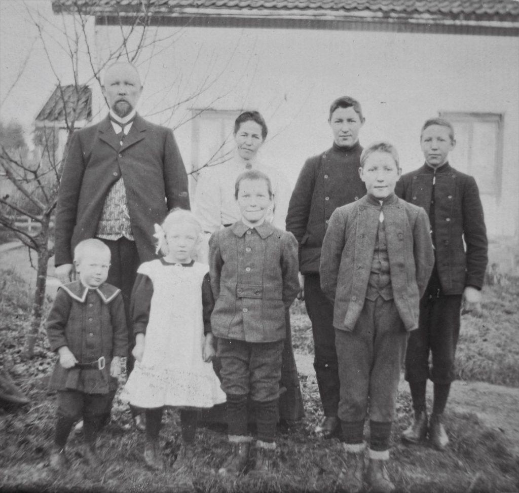 På dette bildet fra ca. 1908, er hele familien samlet. Foto: ukjent/privat