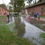 Barnas Dag 2011 var en fuktig fornøyelse, emn regnmassene la ingen demper på lek og moro. Foto Christine Lande