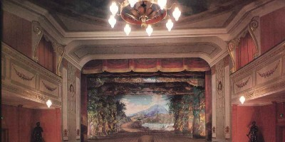 Bilde som viser kulisse fra kulissesamlingen ved ærverdige Fredrikshald teater i Halden