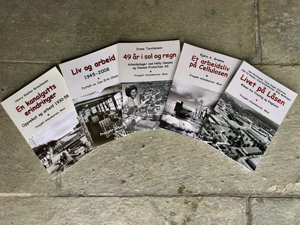 Bokpakke med fem arbeidsminner. Foto: Bjørg Holsvik / Moss by- og industrimuseum
