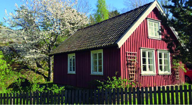 Gamlestua fra Nordgården, nå på Gundersengen ved Spjærøy kirke. Foto: Privat.