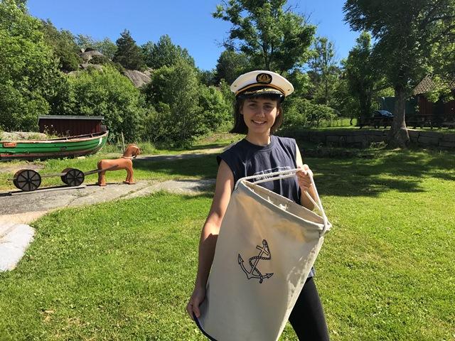 Åsalinn ønsker velkommen til Kystmuseet i sommer. Hun er klar med aktiviteter til barna. Foto: Kathrine Sandstrøm