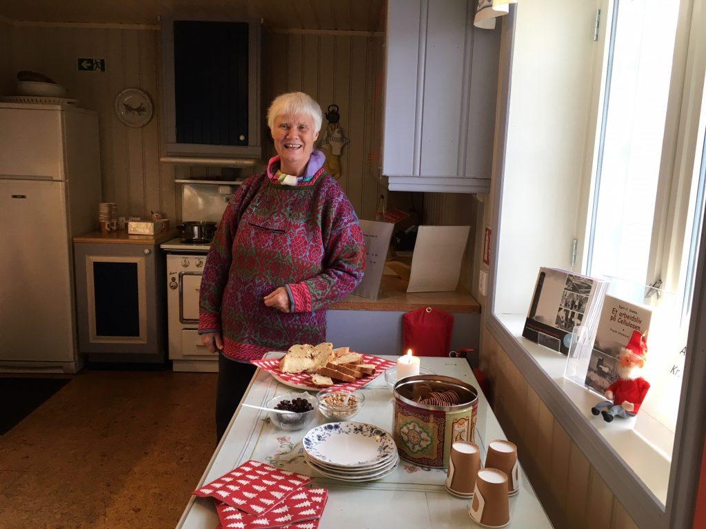 Liv Stylegar sørget for salg av julebrød. gløgg og pepperkaker. Foto: Bjørg Holsvik / Moss by- og industrimuseum
