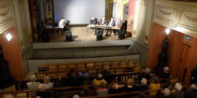 Paneldebatten er igang. Fra venstre Erik Vitanza, Andreas Lervik, Ole Kristian Sørlie, Thor Edquist og Jørn Holme (Foto Gaute Jacobsen, Østfoldmuseene)