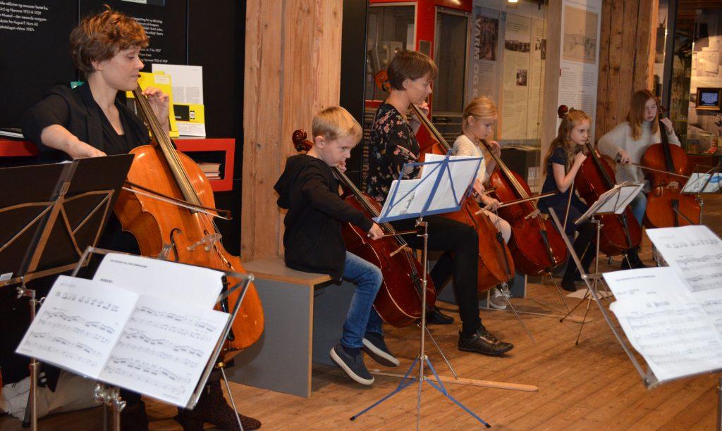 Full konsentrasjon hos små og store! Foto: Moss by- og industrimuseum