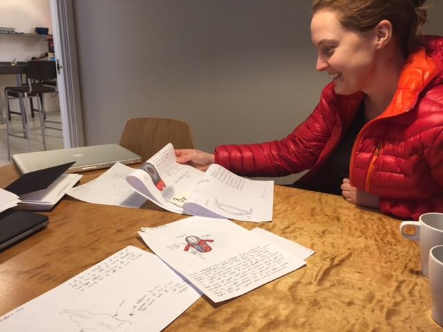 Hanne Eriksen fra Verket FabLab bestemmer finalistene for årets design-konkurranse. Foto: Eileen Jahren Eriksen