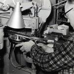 Produksjon av skøyter under merkevarenavnet Ving. Foto: TrioVing-samlingen ved Moss by- og industrimuseum