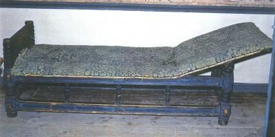 Bilde av en løybenk fra Folkenborg Museum.