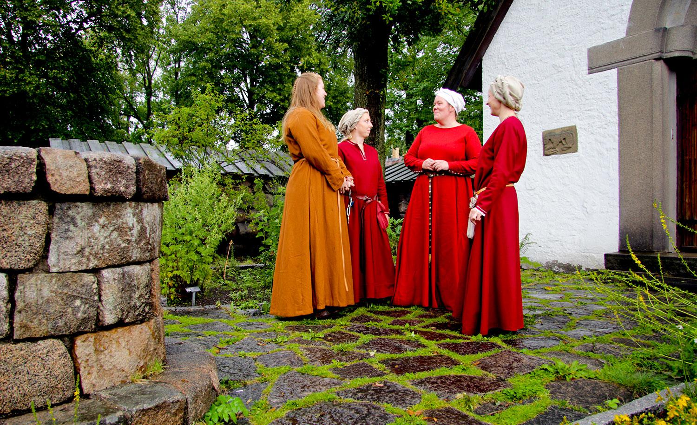 Middelalderdamer på Borgarsyssel. Foto: E. Nordenhaug